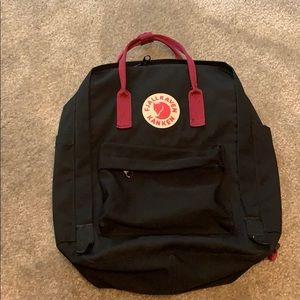 Fjallraven kanken classic backpack black & red